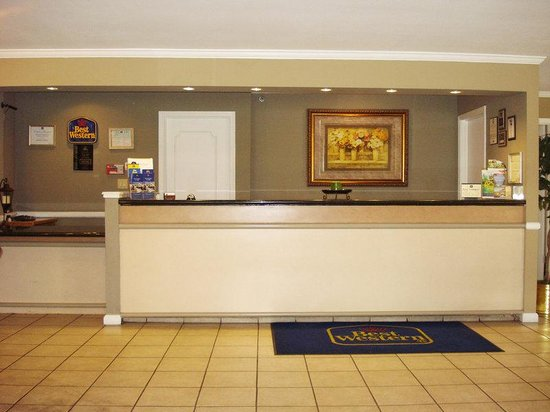 BEST WESTERN PLUS Roseville Inn: Experience friendly service at our front desk