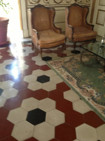Decumani Hotel de Charme: floor of the breakfast room