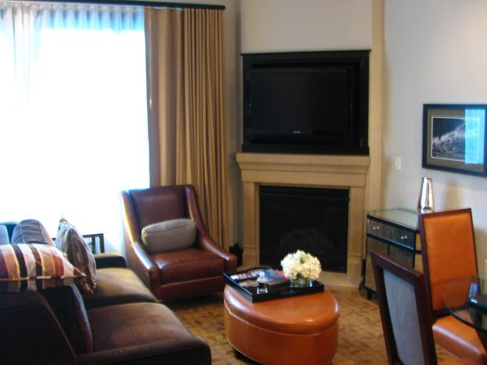Waldorf Astoria Park City: living room