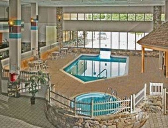 Ramada Biltmore West: Pool
