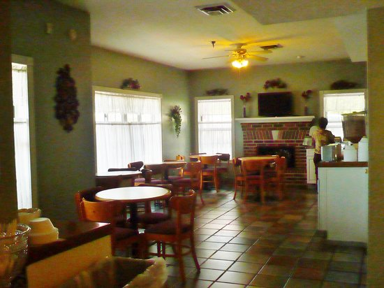 Carriage House Inn: Breakfast Room