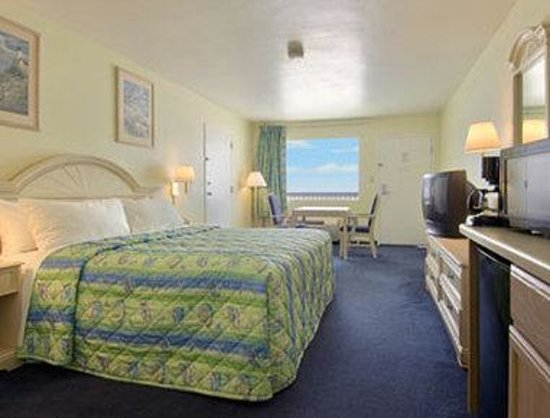 Days Inn Pensacola Beachfront: Standard King Bed Room
