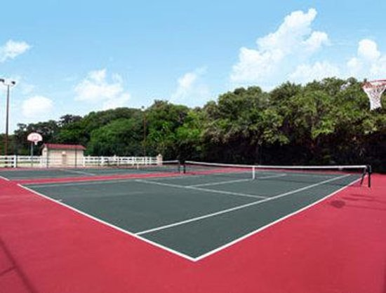 Days Inn & Suites Amelia Island: Tennis Courts
