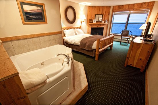 Cove Point Lodge: Lodge Room
