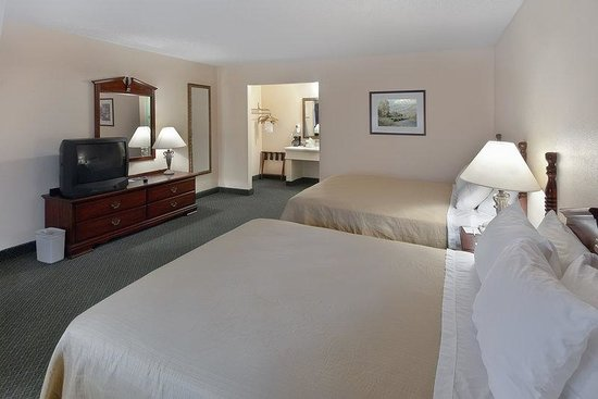 Kerrville, TX: Two Queen Guest Room