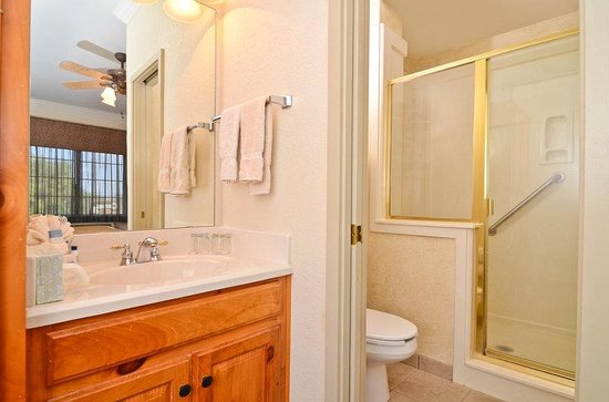 BEST WESTERN Dinosaur Valley Inn & Suites: Master Suite 2nd Bathroom