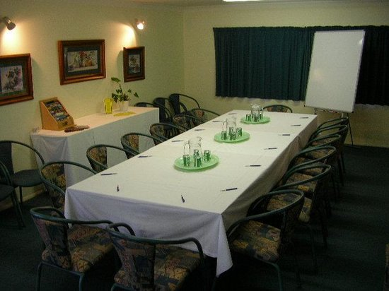 Accolade Lodge Motel: Conference Room - Boardroom Style
