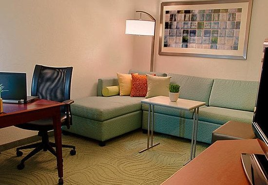 SpringHill Suites Tampa Westshore Airport: Suite Living Room