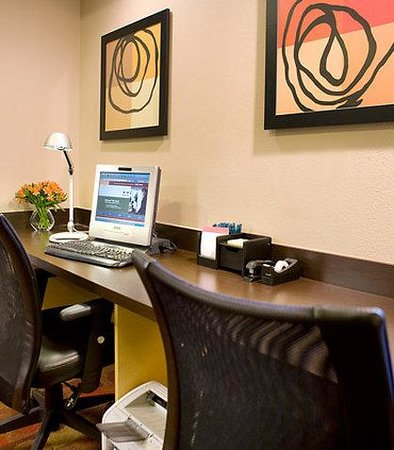 TownePlace Suites Los Angeles LAX/Manhattan Beach: Business Center