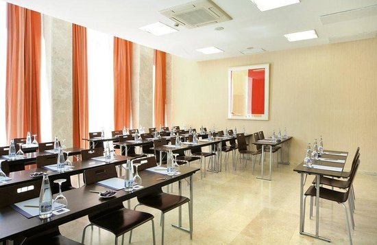 Barcelo Torre Arias: Meeting Room