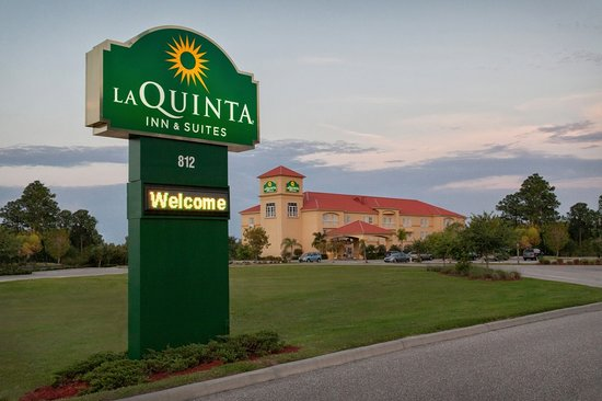 La Quinta Inn & Suites Port Charlotte : Exterior Evening Shot