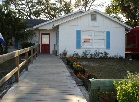 Carrabelle, FL: front door to old house cafe