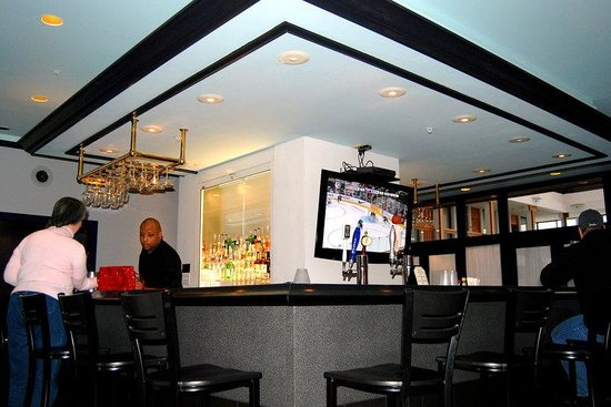 Pittsfield, MA: Bar and Lounge