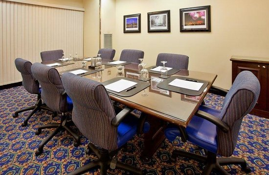 Bridgeton, MO: Boardroom - St. Louis Room