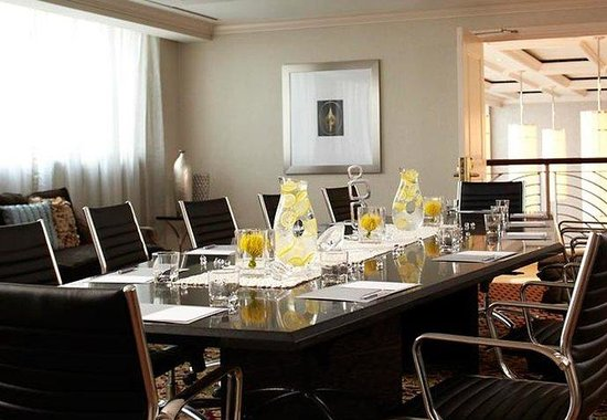 Plantation, FL: Executive Boardroom