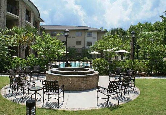 Mount Pleasant, SC: Courtyard Fire Pit