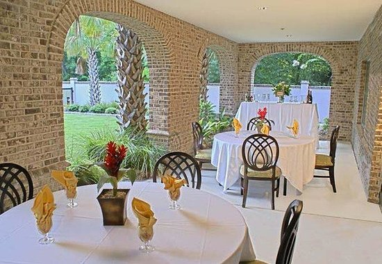 Courtyard by Marriott Charleston-Mount Pleasant: Verandah - Social Event