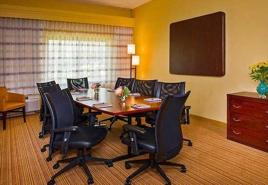 North Charleston, SC: Boardroom
