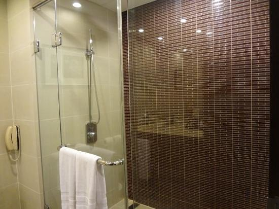 Sofitel Philippine Plaza Manila: bathroom