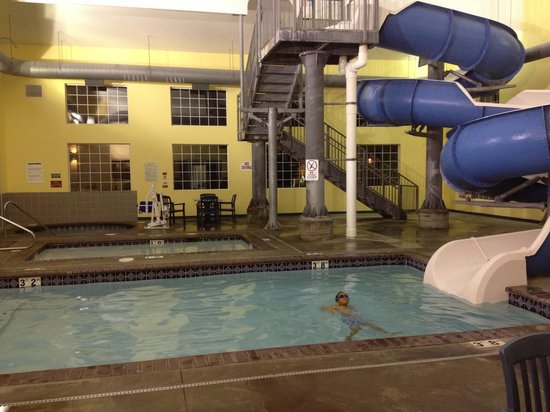 Ramada at Spokane Airport: Water slide, kid pool, hot tub.