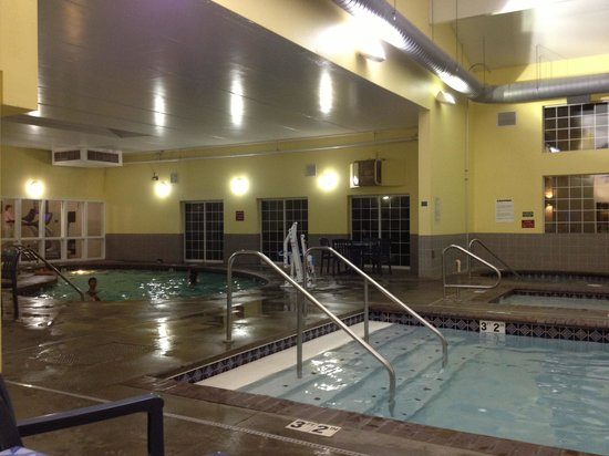 Ramada at Spokane Airport: Larger pool.