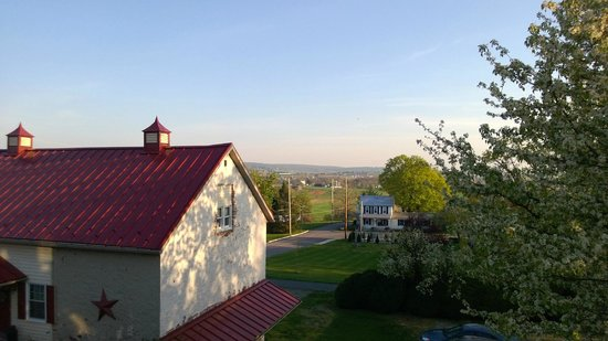 Artist's Inn and Gallery: The view from our private porch- how beautiful!