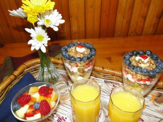 The Black Walnut Guest House : breakfast tray served to your door