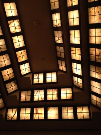 Four Seasons Hotel New York: celling (lobby )