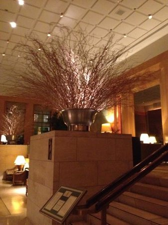 Four Seasons Hotel New York: Rest entrance @ lobby