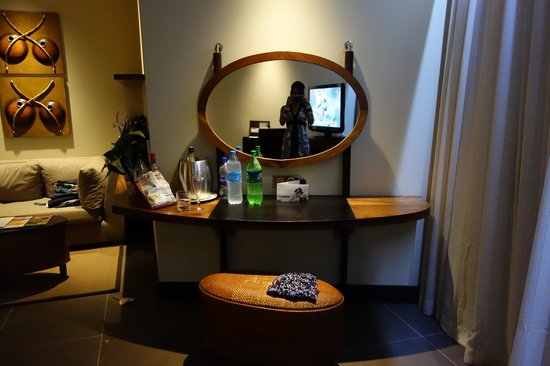 Trou aux Biches Resort & Spa: dressing area + mirror