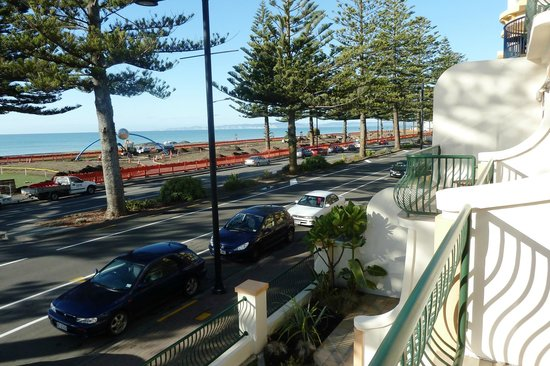 Beach Front Motel Napier: View from balcony of Marine Parade