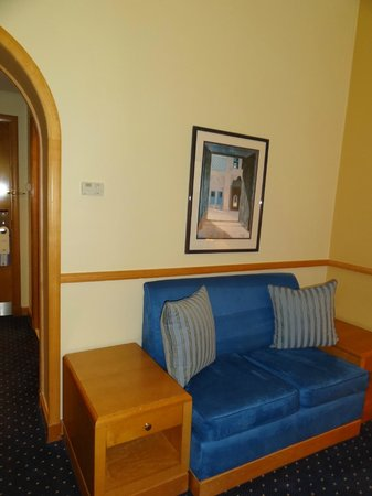Room photo 4 from hotel Armed Forces Officers Club & Hotel