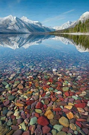 Candlewycke Inn: Glacier rock in Lake McDonald