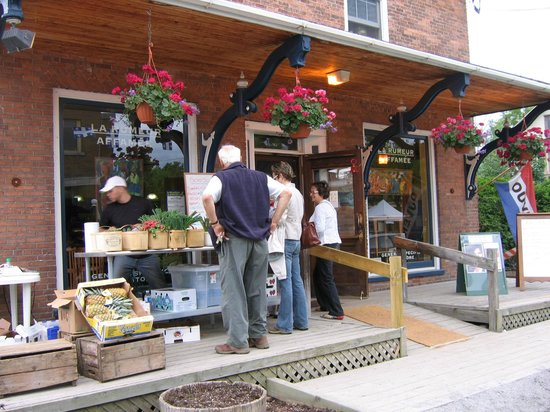 Sutton, Canada: La Rumeur Affamée is a great food store