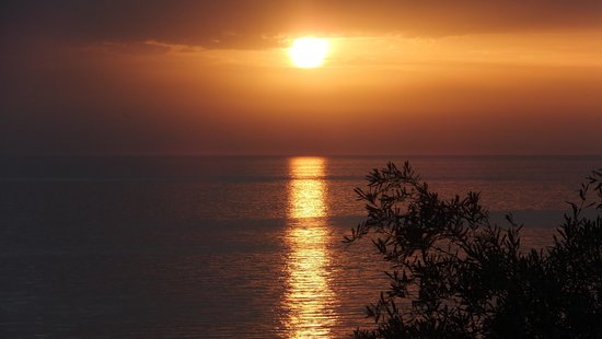 Aquis Agios Gordios Beach Hotel: Fabulous sunset