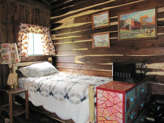 Seneca Rocks, WV: The twin bed inside the newly renovated barn.