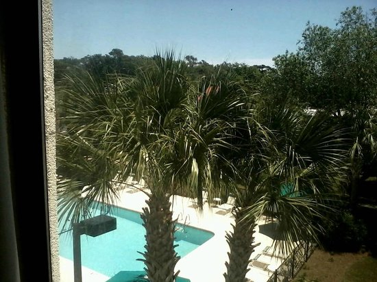 La Quinta Inn & Suites Myrtle Beach at 48th Avenue: view of pool area from my room