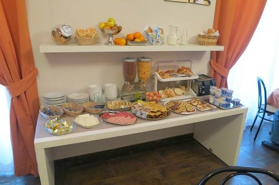 Clarin Hotel: The excellent breakfast selection