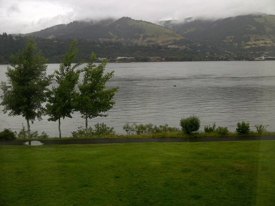 BEST WESTERN PLUS Hood River Inn: River View from the Room