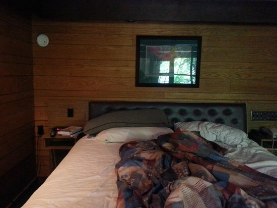 Riverhouse Motor Lodge: King Size bed