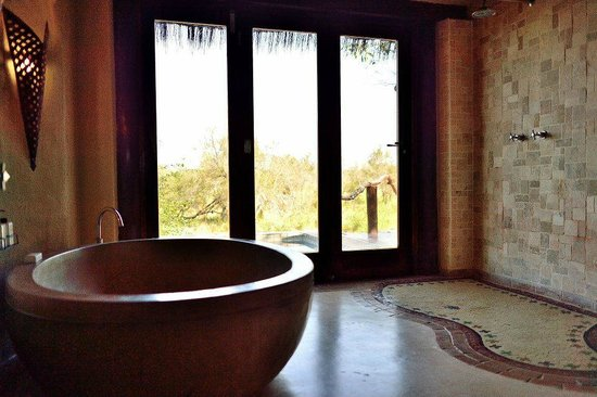 ‪‪Simbambili Game Lodge‬: Room no. 1 bathroom‬