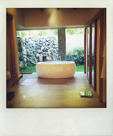 Farm at San Benito: Bathroom Narra Pool Villa