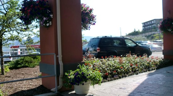 Four Points by Sheraton Kamloops: Parking
