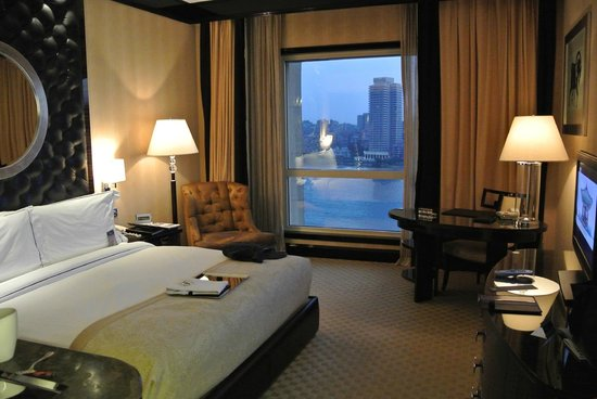 Fairmont Cairo, Nile City: The Deluxe Room: Nile View
