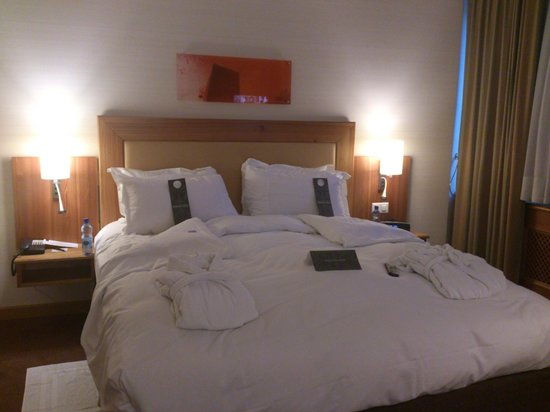 Hotel Continental Zurich - MGallery Collection: King size bed