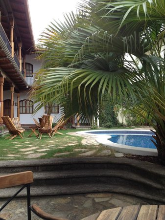 Hotel Patio del Malinche: Courtyard 2 with pool and bar area