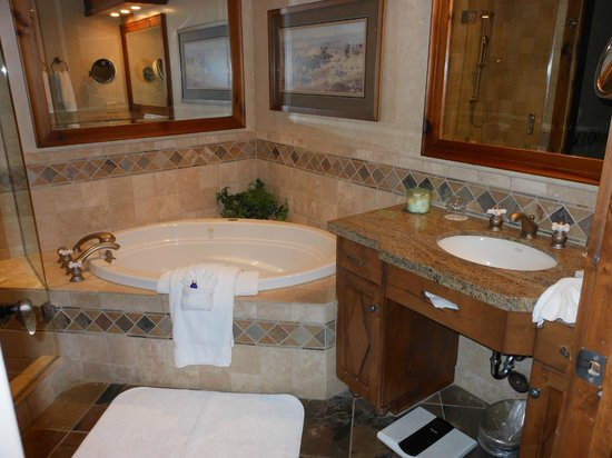 Hotel Park City: Exec suite bath