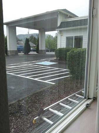 Motel 6 Seaside Oregon: Front entrance from our room