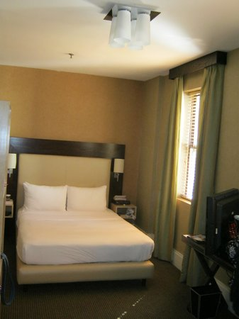 Amsterdam Court Hotel: Room