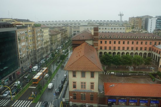 Crowne Plaza Hotel Milan City: View from room - the end is the roof of Station Milan Centrale